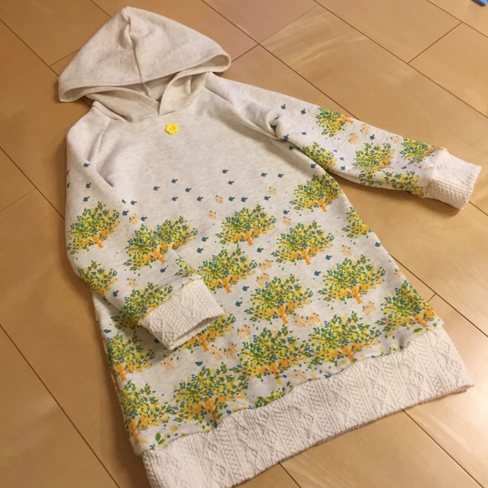 toco.hoodieワンピ 120 鳥と木